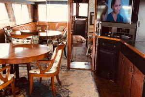 61' Hatteras 61 Motor Yacht 1981 DINETTE