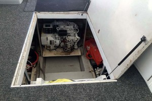 50' Evans & Sons Express 2002 Engine Compartment
