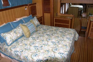 70' Marlow 70e Explorer 2004 Master Stateroom
