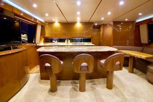 70' Viking Enclosed Bridge 2012 Salon