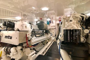 70' Viking Enclosed Bridge 2012 Engine Room