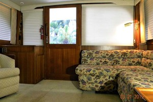 43' Post 43 Sport Fisherman 1989 Salon Aft from Galley Steps