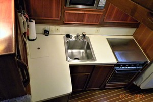 43' Post 43 Sport Fisherman 1989 Galley