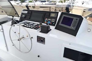 105' Broward Custom Extended 1990 Flybridge Helm
