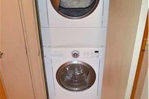 105' Broward Custom Extended 1990 Owner Washer/Dryer