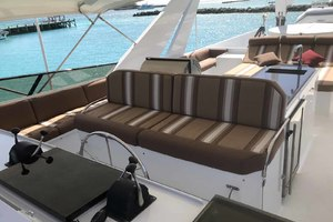 105' Broward Custom Extended 1990 Flybridge Helm Seat