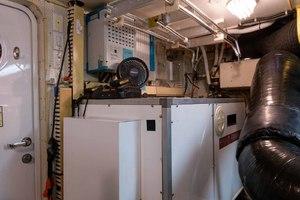 65' Neptunus Flybridge Motor Yacht 2000 Generator