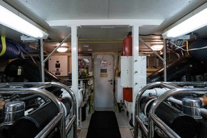 65' Neptunus Flybridge Motor Yacht 2000 Engine Room Looking Aft
