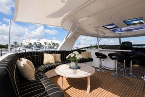 65' Neptunus Flybridge Motor Yacht 2000 Flybridge Lounge
