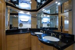 65' Neptunus Flybridge Motor Yacht 2000 Master Head