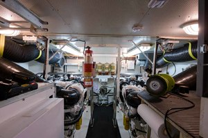 65' Neptunus Flybridge Motor Yacht 2000 Engine Room Looking Forward