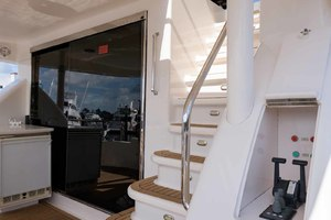 65' Neptunus Flybridge Motor Yacht 2000 Lower Controls