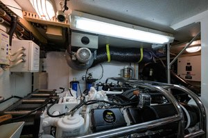 65' Neptunus Flybridge Motor Yacht 2000 Starboard Engine