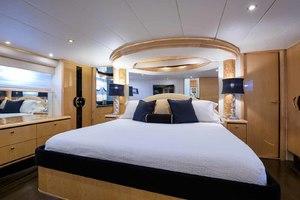 65' Neptunus Flybridge Motor Yacht 2000 Master Looking Aft