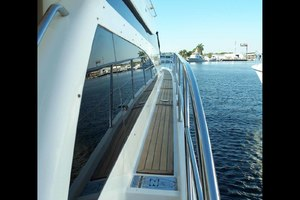 62' Neptunus Sedan Cruiser 2008 Side Decks