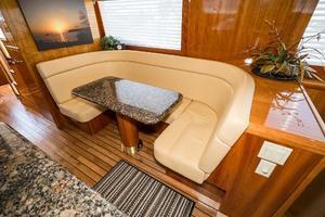 75' Hatteras 75 Motor Yacht 2004 Dinette