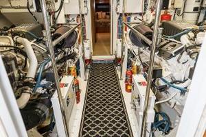 75' Hatteras 75 Motor Yacht 2004 Walk-In Engine Room