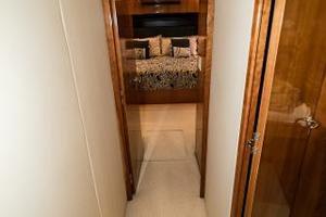 75' Hatteras 75 Motor Yacht 2004 Master Entrance