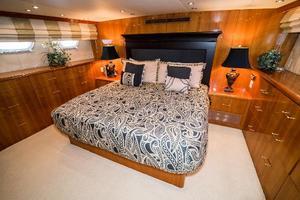 75' Hatteras 75 Motor Yacht 2004 Master 3