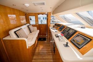 75' Hatteras 75 Motor Yacht 2004 Helm 2