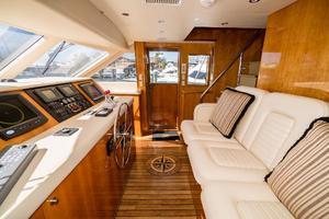 75' Hatteras 75 Motor Yacht 2004 Helm 3