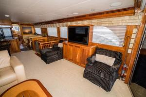 75' Hatteras 75 Motor Yacht 2004 Salon Stbd