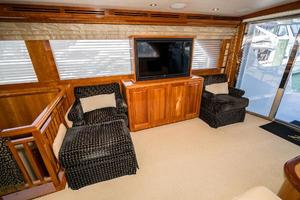 75' Hatteras 75 Motor Yacht 2004 Salon Starboard