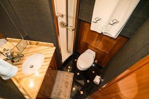 75' Hatteras 75 Motor Yacht 2004 Fwd Head
