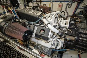 75' Hatteras 75 Motor Yacht 2004 Engine Room 4