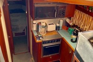 38' Bayliner 3818 1988