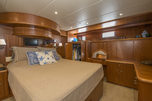56' Symbol 56 Pilothouse Custom 2010 Master Vanity And Her Closet