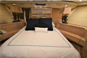 SEAQUEST is a Hatteras  Yacht For Sale in Fort Lauderdale--9