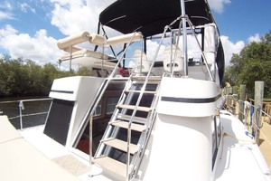 34' Pdq Mv34 2003 7 Stairway To Flybridge
