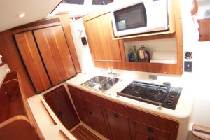 34' Pdq Mv34 2003 19 Galley In Port Hull
