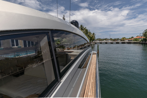 64' Pershing Cruiser 2011