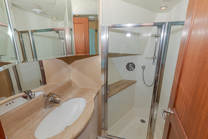 65' Pacific Mariner Pa 65 2006 Guest Bath