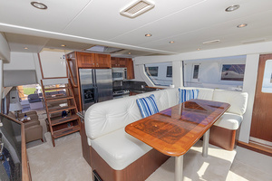 65' Pacific Mariner Pa 65 2006 Dining Area
