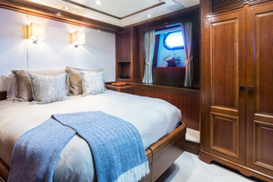 100' Benetti Tradition 100 2007 Twin/ Queen Cabin converted to Queen
