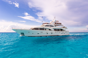 100' Benetti Tradition 100 2007 Profile Running photo STBD