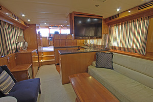 57' Jefferson  2003 Salon Facing Forward