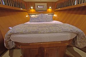 57' Jefferson  2003 VIP Stateroom