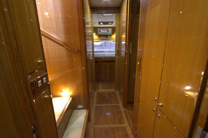 57' Jefferson  2003 Companionway Forward