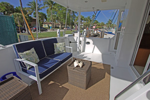 57' Jefferson  2003 Aft Deck