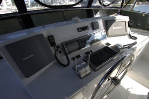 57' Jefferson  2003 Flybridge Helm