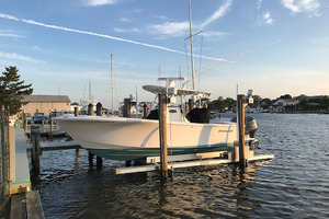28' Regulator 28 Center Console 2018 Port Profile   In Lift