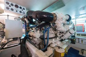 60' Viking Cockpit Motoryacht 1999 Dharma_Engine Room3