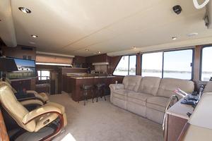 55' Gibson 5500 2005 Salon/galley area