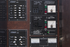 55' Gibson 5500 2005 Distribution panel