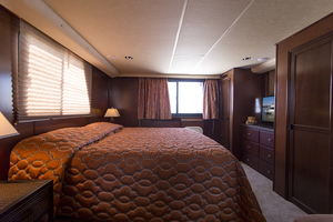 55' Gibson 5500 2005 Master stateroom