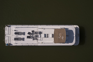 55' Gibson 5500 2005 Top view